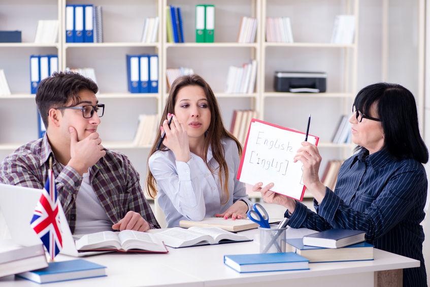 語学講師の雇用について